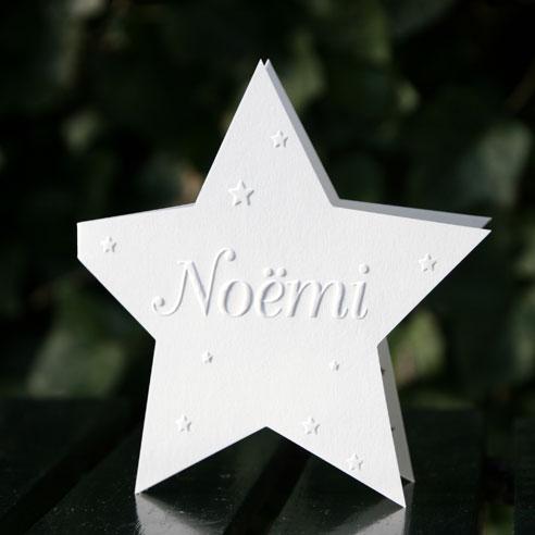 Noëmi geboortekaartje in ster vorm met zilver inkt