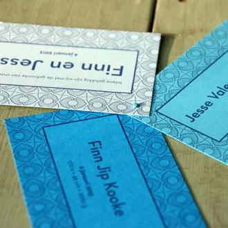 letterpers_letterpress_Fin_Jesse_geboortekaartje_tweeling_gekleurd_papier_ue
