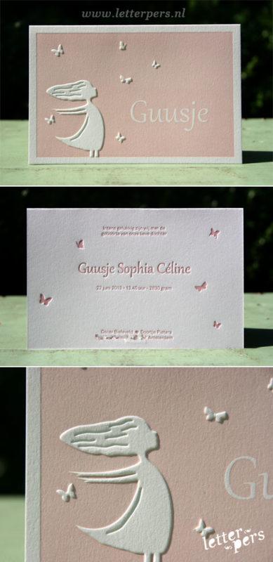 letterpers_letterpress_geboortekaartje_Guusje_roze_meisje_vlinders_preeg