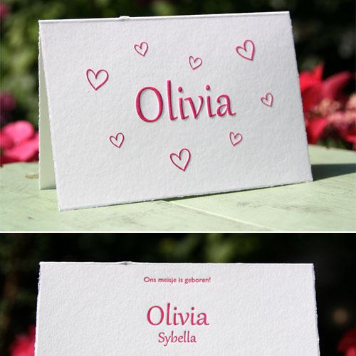 Letterpers kaartje meisje dochter met een preeg op geschept papier met een kartelrandje