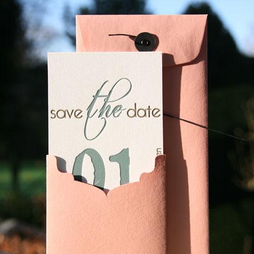 letterpers_letterpress_trouwkaart_save-the-date-kaartje_roze_bijpassende-enveloppe_Japanse-sluiting_ue