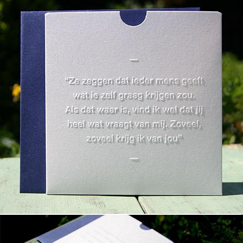 C-_Users_Bisschop_Desktop_Letterpers-fotos_Evelien_Pieter_letterpers_letterpress_trouwkaart_Evelien_Pieter_blauw_glans_letters_preeg_ue