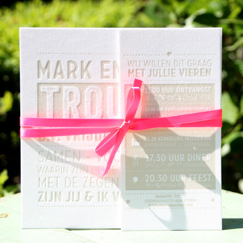 letterpers_letterpress_trouwkaart_Mark_Esther_taupe_fluor_roze_gebonden_stoer_typografisch_ue