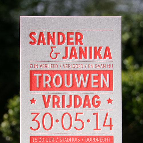 letterpers_letterpress_trouwkaart_sander_Janika_fluor_koraalrood_kleur-op-snede_-strak_siem_fluor_oranje_kraft_karton_typografisch_stoer_ue