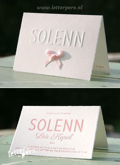 letterpers_letterpress_geboortekaartje_Solenn_oud_hollands_roze_strikje_relief_preeg