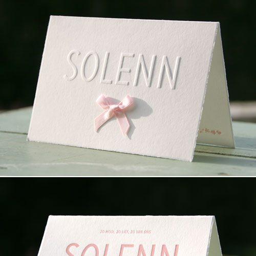letterpers_letterpress_geboortekaartje_Solenn_oud_hollands_roze_strikje_relief_preeg_ue