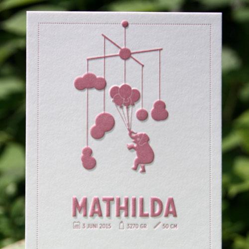 Letterpers_letterpress_geboortekaartje_Mathilde_olifant_mobile_wolken_ballonnen_ballon_meisje_oudroze_ue