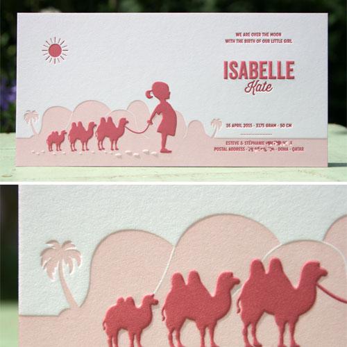Letterpers_letterpress_geboortekaartje_Isabelle_lichtroze_donker-roze_kamelen_meisje_woestijn_Qatar_Doha_ue