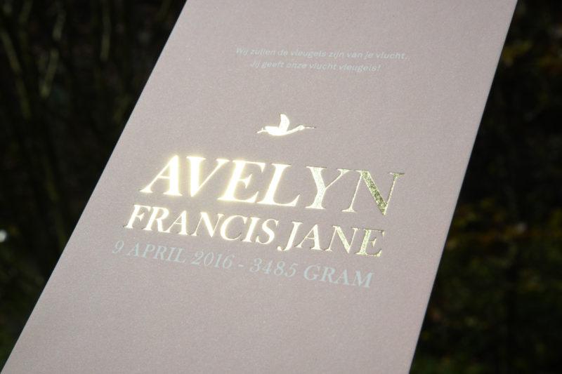 Letterpers-letterpress-geboortekaartje-Avelyn-folie-goud-roze-blingbling-stoer-oooievaar-envelop-2-0542