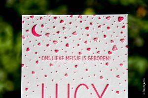 Letterpers-Letterpers-geboortekaart-DSC_3743_Lucy_diamant_fluor_neon_roze