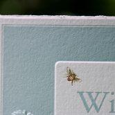 Letterpers geboortekaartje Willem in zachtblauw met goudfolie