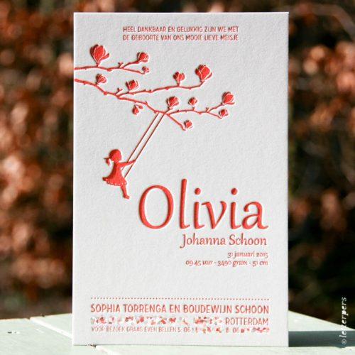 Letterpers geboortekaart voor Olivia in fluor rood