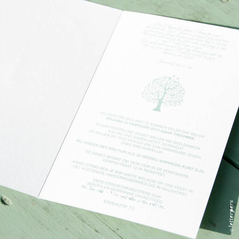 Trouwkaart verdiept gedrukt in een groen tint, een prachtige levensboom