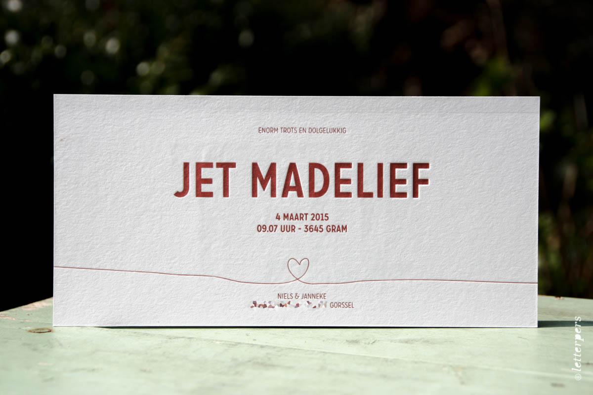 Letterpers geboortekaartje Jet met hartjes