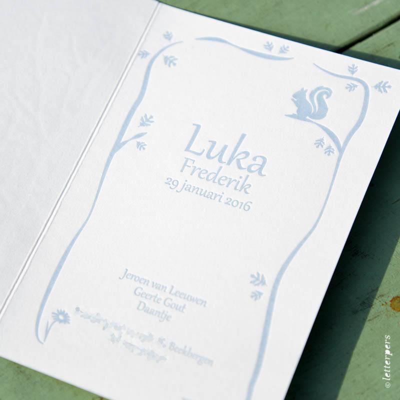 blauwe geboortekaart met vosje en boom