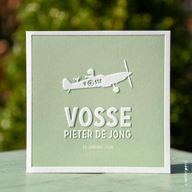 Preeg geboortekaartje jongen met vliegtuig