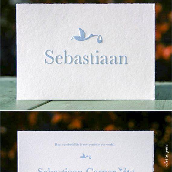 Letterpers-Letterpers-geboortekaart-letterpers_letterpress_geboortekaartje_Sebastiaan_blauw_ooievaar_scheprandje_klassiek-kaartje-2