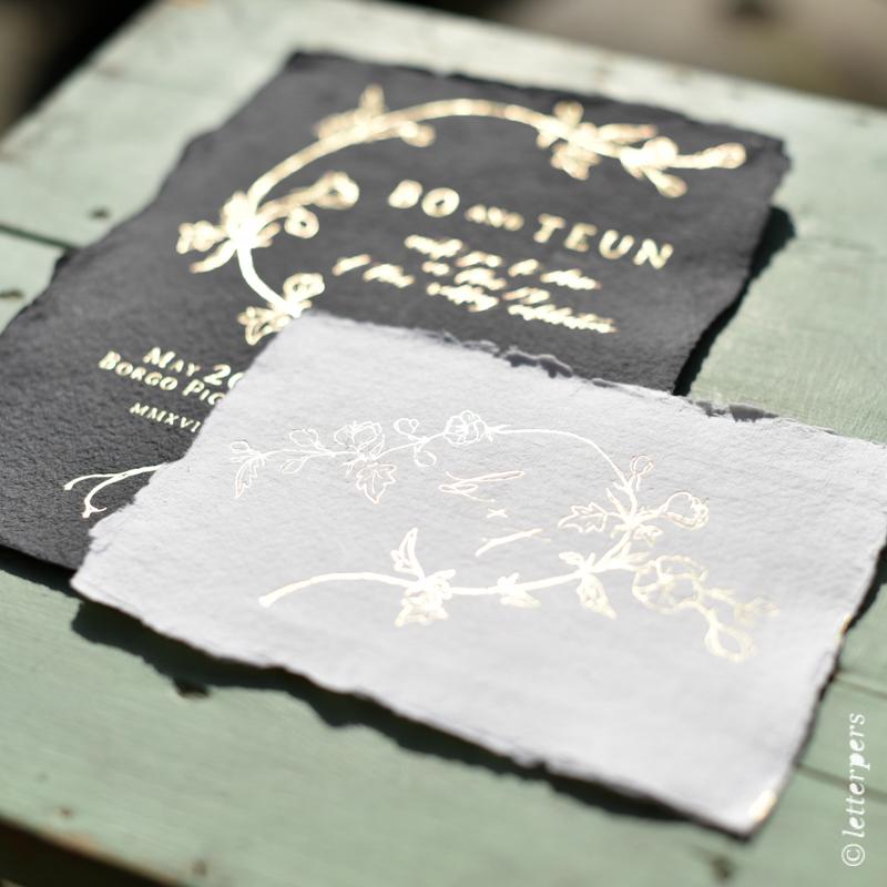 letterpers, letterpress, khadi, handgeschept papier, zwart, wit, folie goud