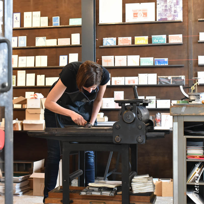 Letterpers-Letterpress-geboortekaart-Letterpers-Letterpress_poster_cat_handmade_paper_Linoleum_poes-DSC_0075
