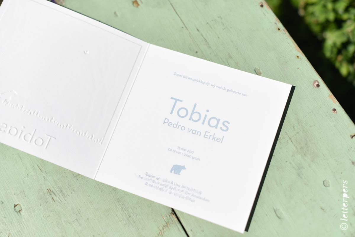 Beren op de geboortekaart van Tobias, letterpers en preeg