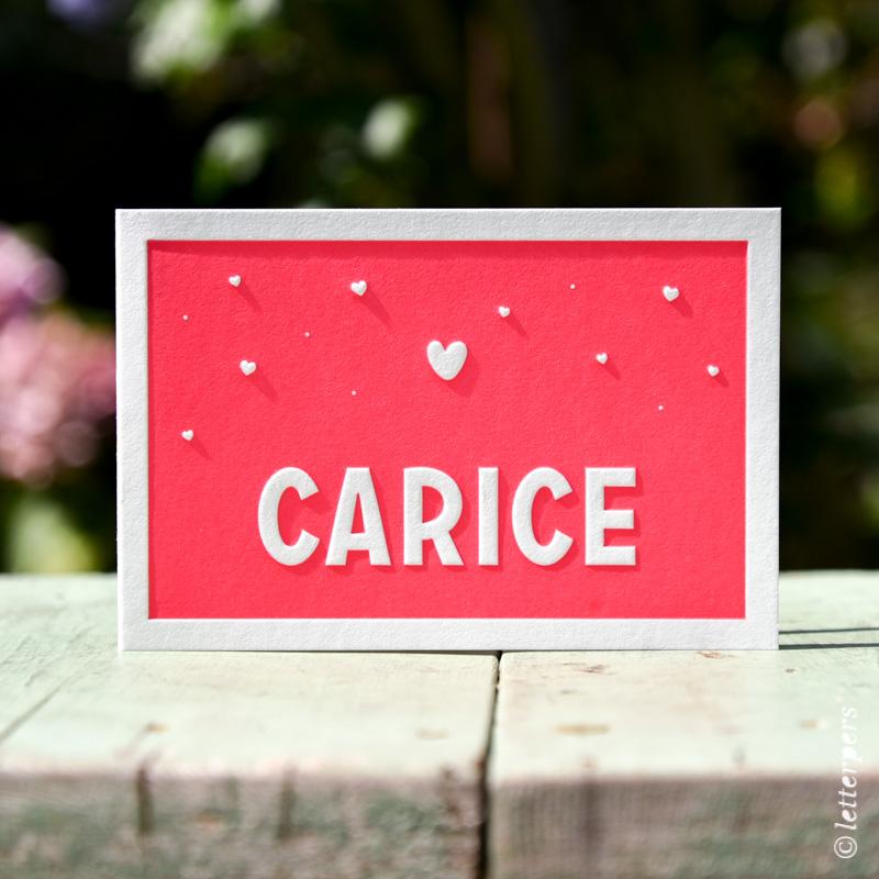 Geboortekaart meisje, dochter, met fluor kleur in letterpers en een preeg voor het kader, naam en hartjes.