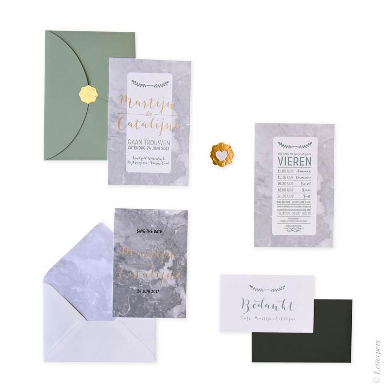 Letterpers marmerlook met folie save the date, tijdslijn en bedankkaartjes