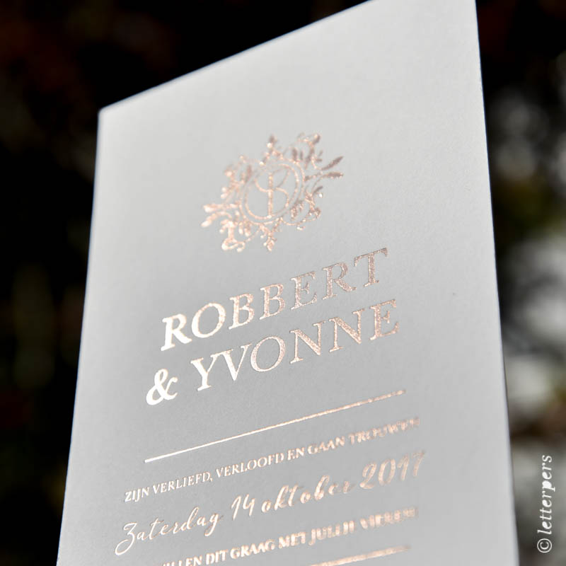 Trouwkaart met verdiepte folie / wedding invite in foil