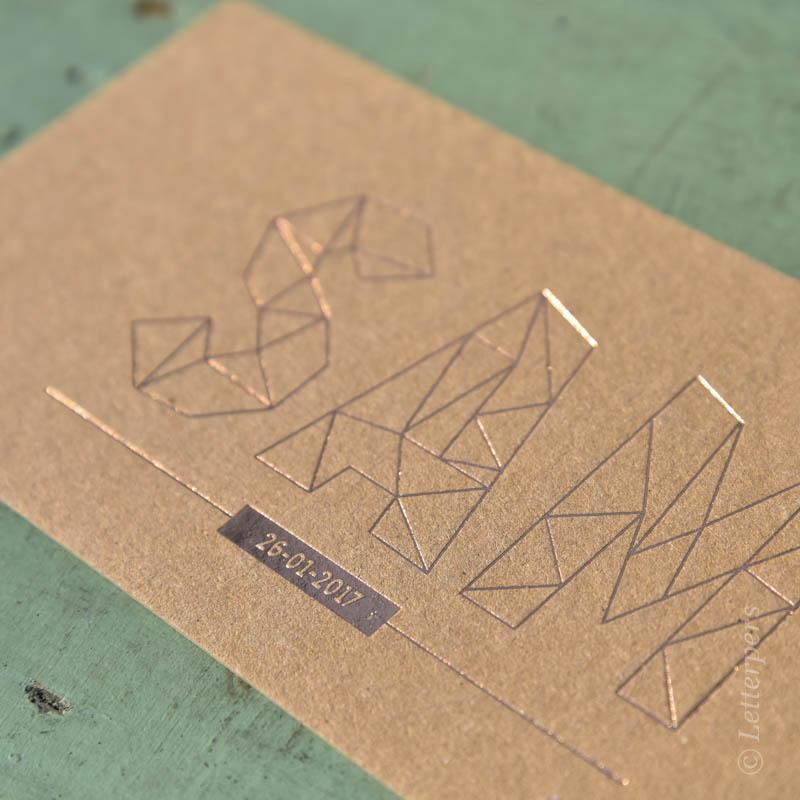 Grafische letters folie met kraft papier