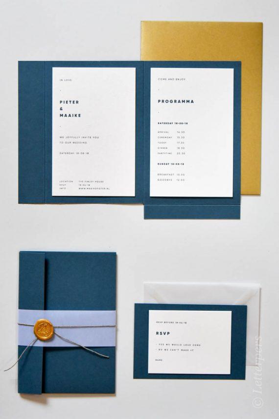 Letterpers trouwkaart op lichtglanzend papier