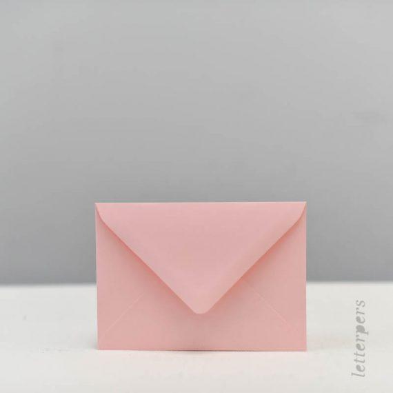 Zacht roze enveloppen Letterpers