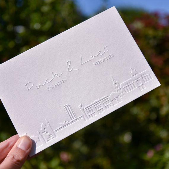 Preeg trouwkaarten met skyline