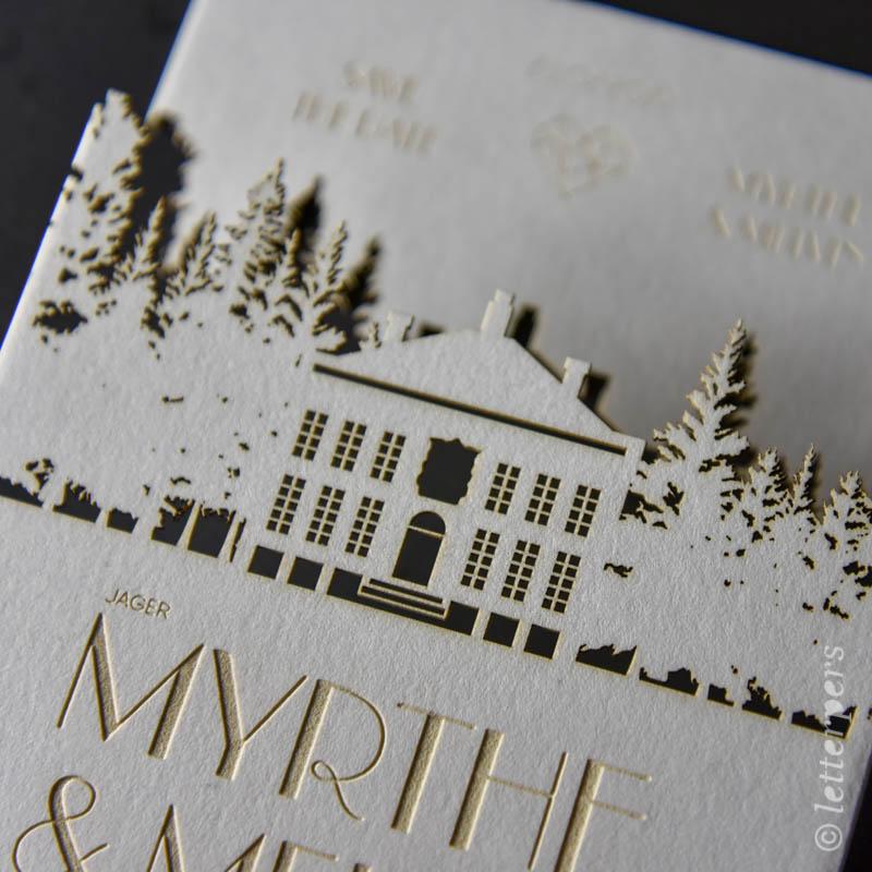 Trouwkaart letterpers met een gemeentehuis en bos gemaakt met een laser.