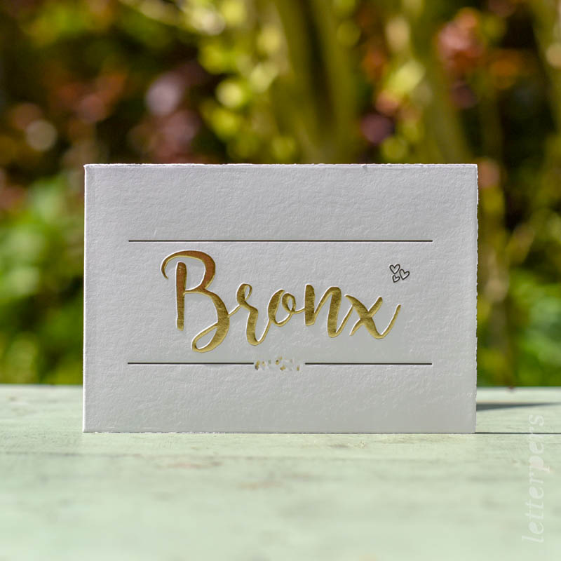 geboortekaartje met preeg en goudfolie voor bronx