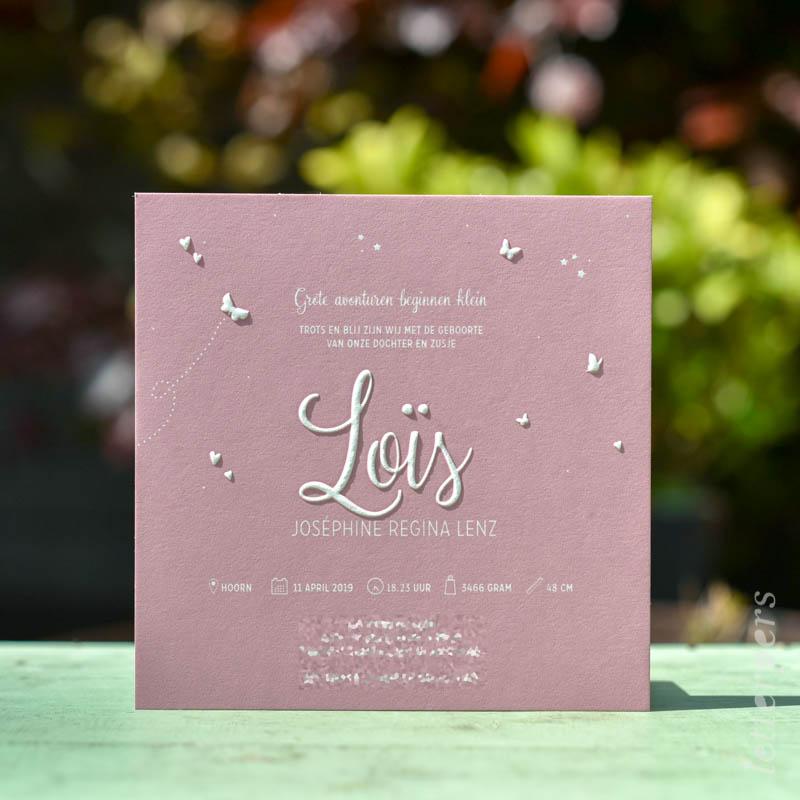 roze geboortekaartje met embossing