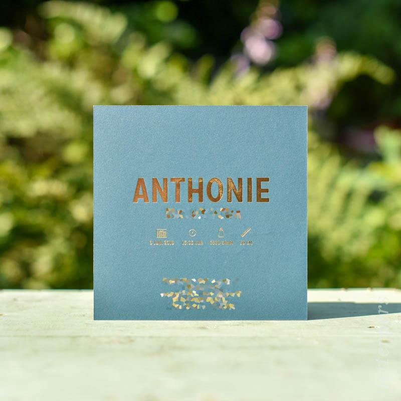 Geboortekaartje Anthonie, kleur turquoise, dier beerjtes, goudfolie, letterpers letterpress