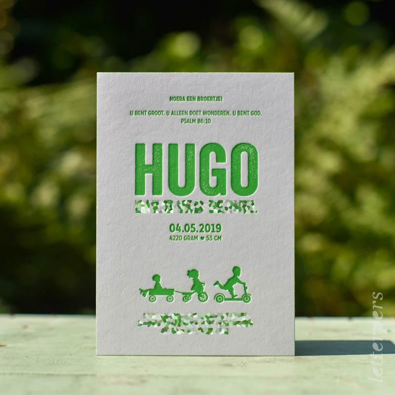 Geboortekaartje Hugo, kleur groen, jongetje step meisje fiets kar broertje zusje, letterpers letterpress