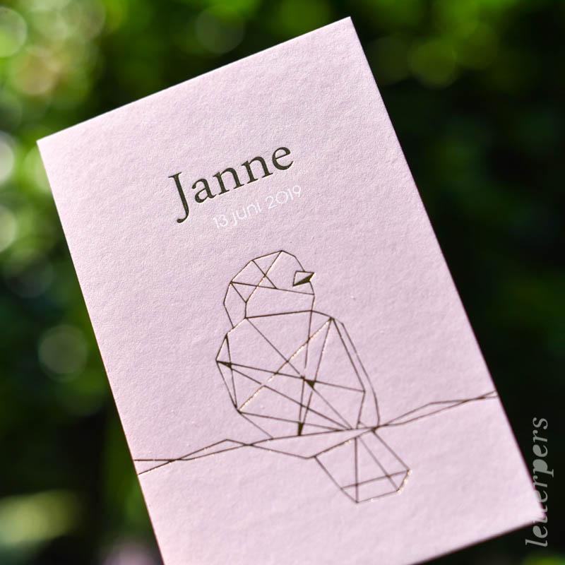 Geboortekaartje Janne, kleur roze, vogeltje lijnstructuur, goudfolie, letterpers letterpress