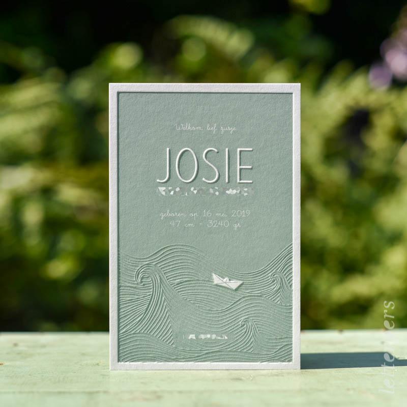 Geboortekaartje Josie, kleur groen blauw, zee storm bootje papier golven, preeg, letterpers letterpress
