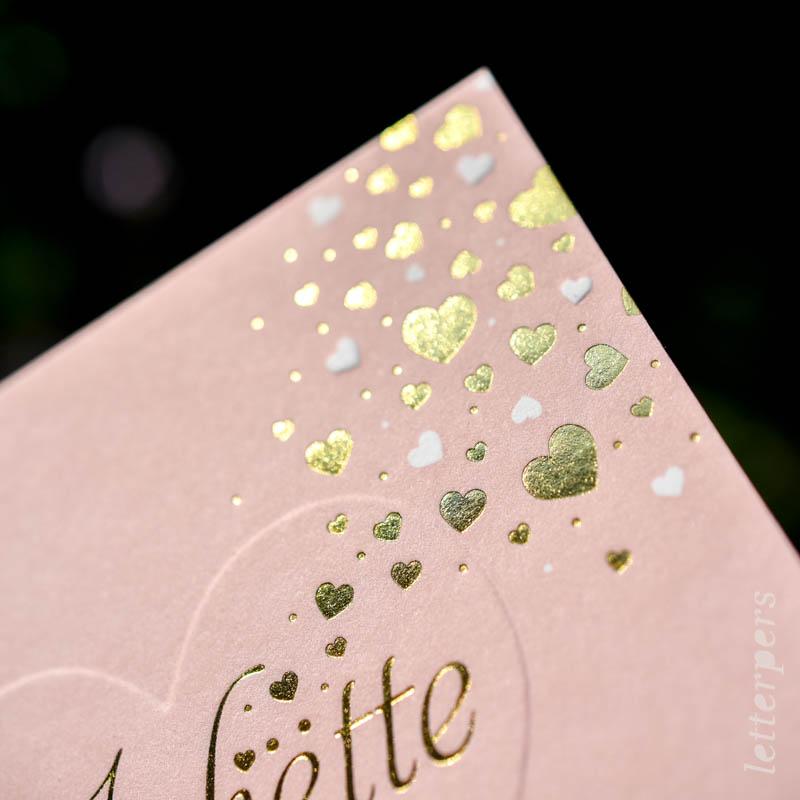 Geboortekaartje Juliette, kleur roze, hartjes, preeg goudfolie, letterpers letterpress