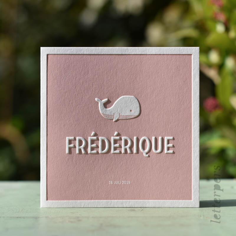 Roze geboortekaartje met walvis