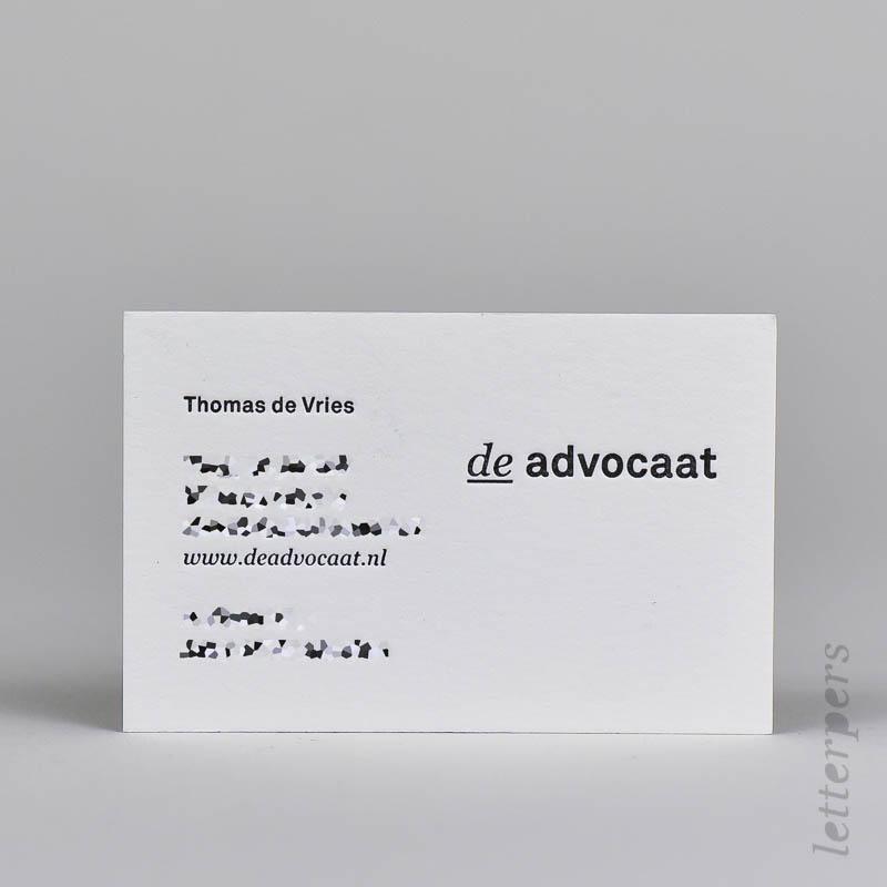 zwarte visitekaartjes op dik katoen papier met diepdruk