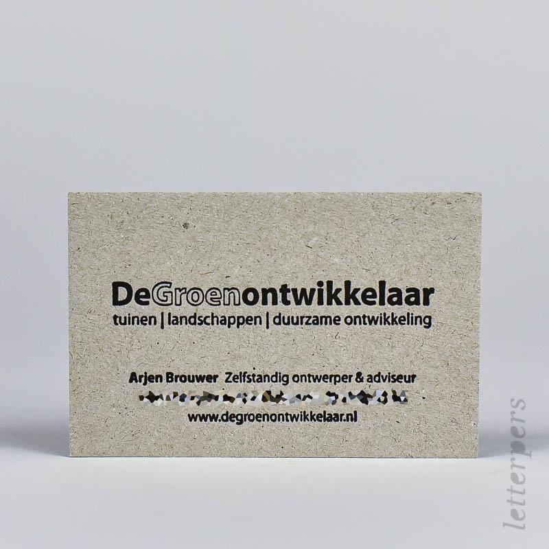 zwarte visitekaartjes op karton papier met diepdruk
