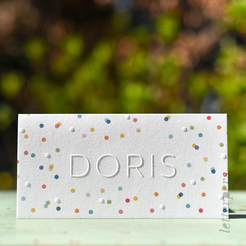 confetti op een geboortekaartje