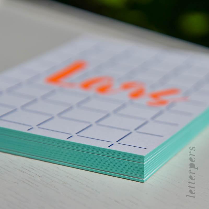 stoere geboortekaart met fluor oranje en blauw