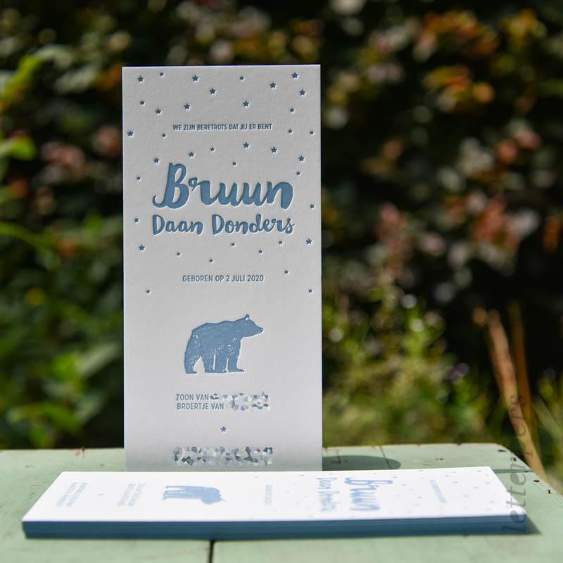Geboortekaartje voor broertje Bruun, met een blauw beertje