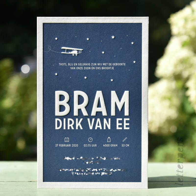 Geboortekaartje Bram met een vliegtuigje