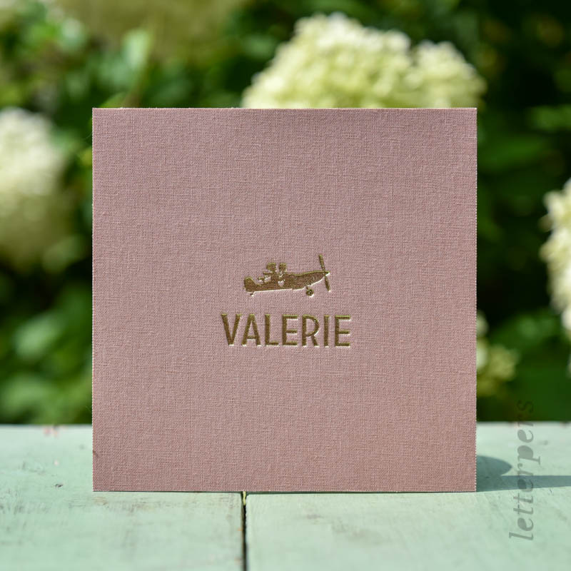 Geboortekaartje Valerie op roze linnen met goudfolie