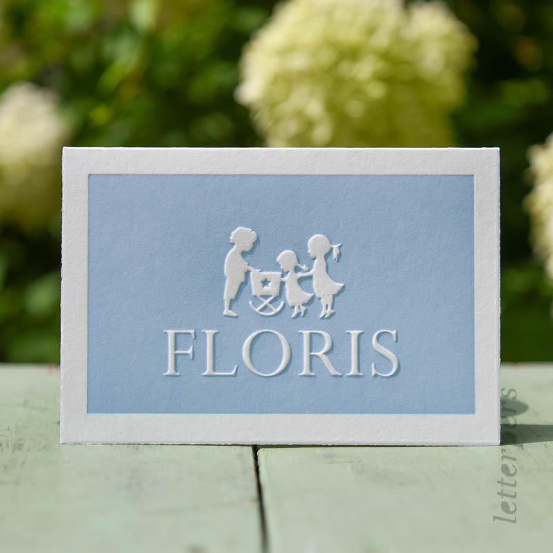 Geboortekaartje Floris met drie kindjes die in het wiegje kijken