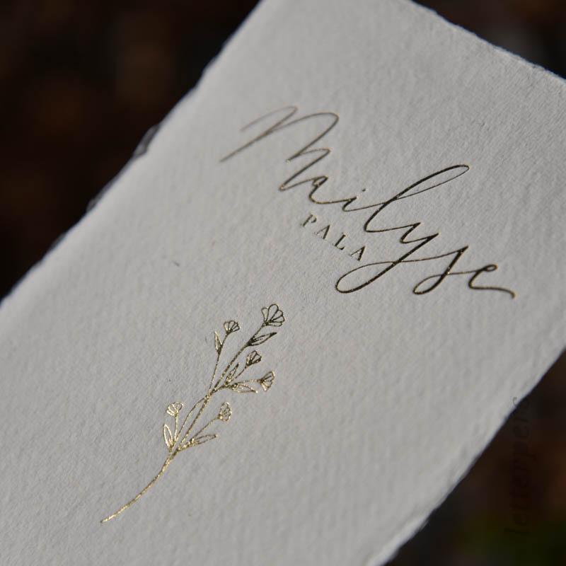 gouden geboortekaartje met bloem